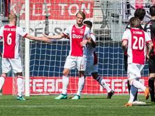 Ajax wint laatste wedstrijd, spreekkoren tegen Ten Hag